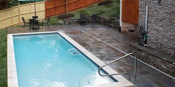 Flagstone pool deck in North Arlington.