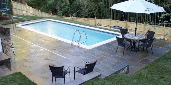 Flagstone pool deck in North Arlington.