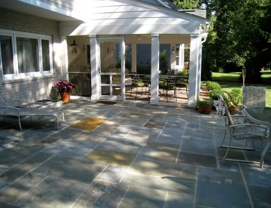 Flagstone patio in Mclean.