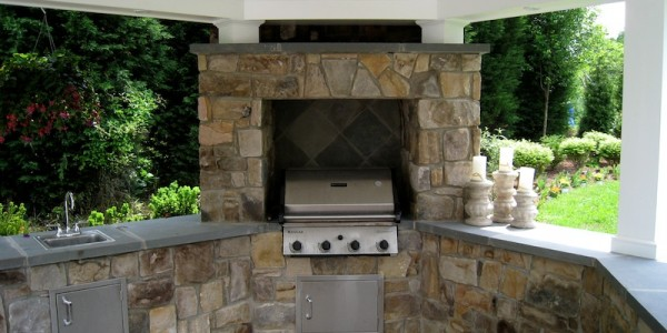 Built-in grill and outdoor kitchen made with building stone in Falls Church.