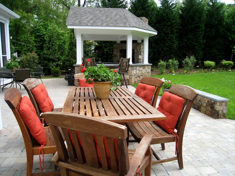 Outdoor entertainment ideas kitchens patios more for Backyard entertainment ideas
