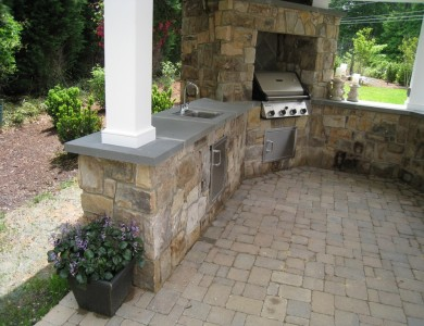 Outdoor kitchen and grill in Falls Church.
