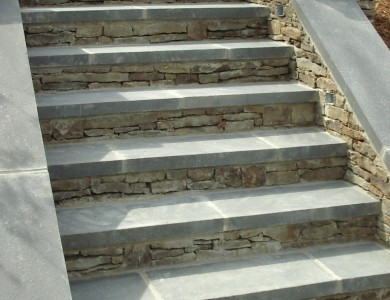 Flagstone steps with fieldstone risers in N/W D.C.