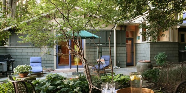 Flagstone patio and garden in North Arlington.