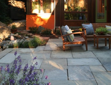 Flagstone patio in North Arlington.