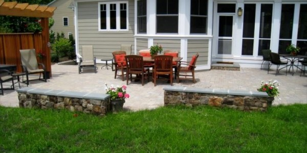 Paver Patio and building stone seating wall in Falls Church.