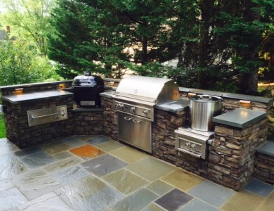 Outdoor Kitchen with a Green Egg Primo Grill in the City of Falls Church, VA – Patio