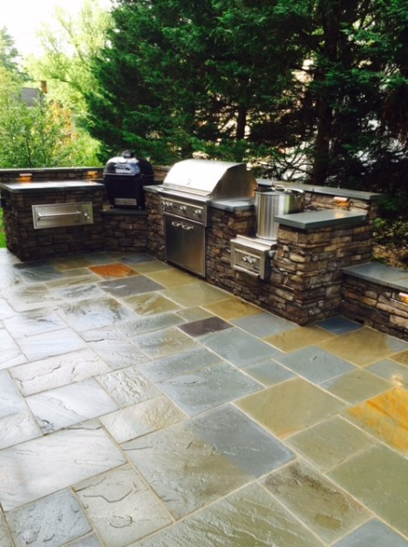 Outdoor kitchen and flagstone patio