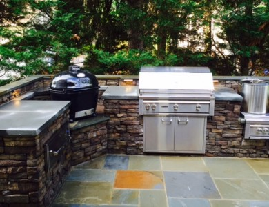 Outdoor Kitchen with professional Lynx grills on a beautiful flagstone patio