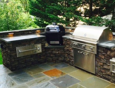 Vienna, VA Landscaper Flagstone Patio with Outdoor Grill