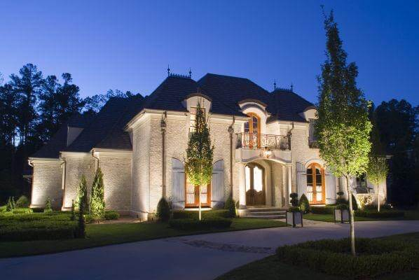 Northern Virginia home outdoor landscape lighting producing desirable curb appeal