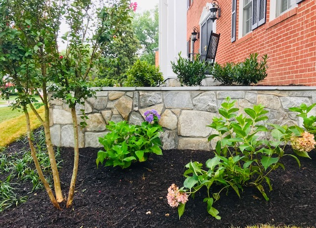 Flagstone wall with mulch bed design landscape
